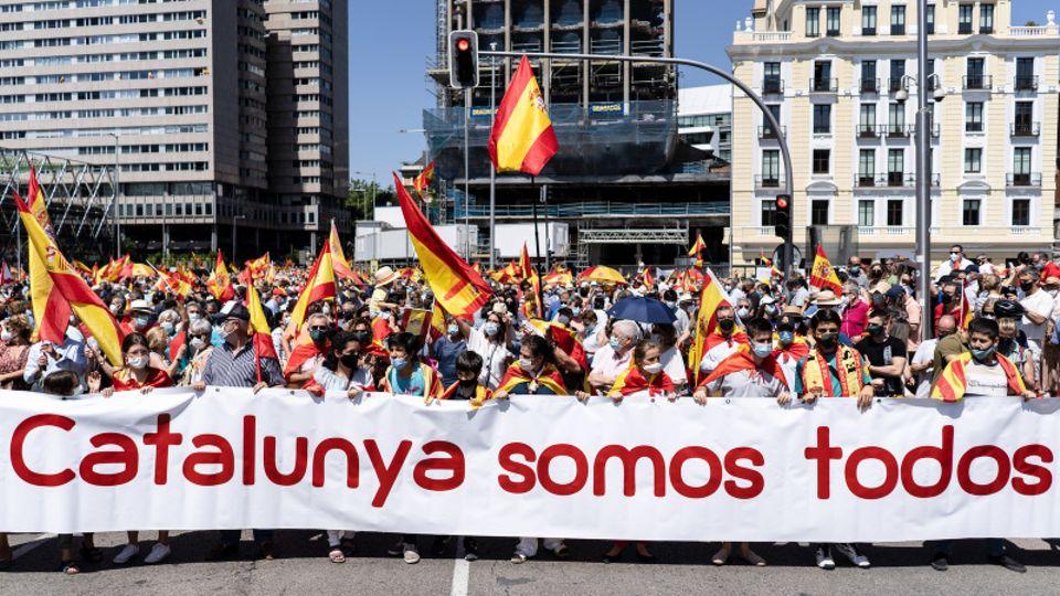 Menschen demonstrieren in Madrid