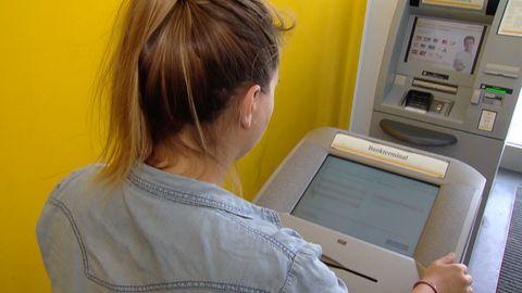 Erhöhte Konto-Gebühren können sich Bankkunden jetzt unter bestimmten Umständen zurückholen.