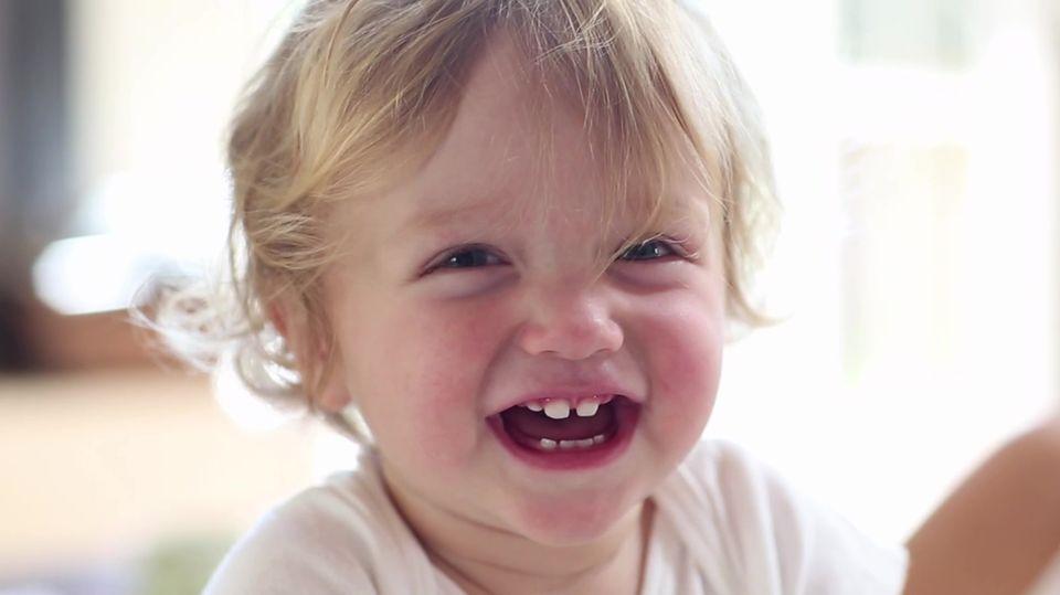 Zehn seltene Babynamen im Video