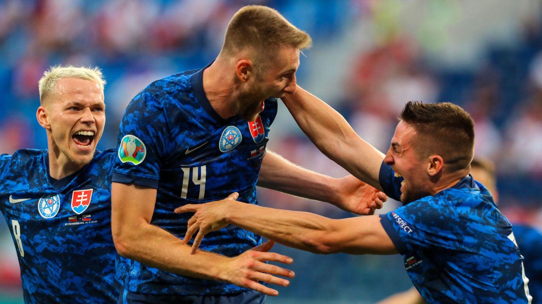 Der slowakische Nationalspieler Milan Skriniar (Mitte) jubelt über den Siegtreffer