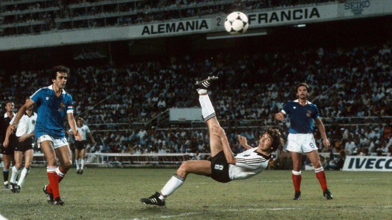 Klaus Fischer trifft mit einem Fallrückzieher zum 3:3 gegen Frankreich 1982