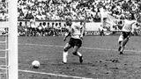Rudi Völler trifft zum 2:0 gegen Frankreich im WM-Halbfinale 1986