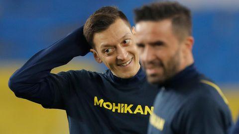 Mesut Özil in Trainingskleidung seines Klubs Fenerbahce Istanbul