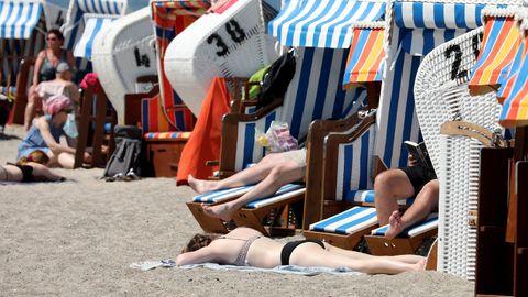 Strandurlauber an der Ostsee