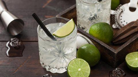Mit Weißem Rum kann man kraftvolle Drinks wie einen Ti Punch zubereiten