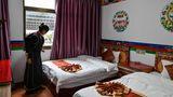 Den Besuchern wird auch eine perfekte Unterkunft im tibetischen Stil in Nyingtri gezeigt, westlich von Lhasa.