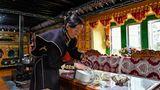 Teepause bei der Fahrt durch das tibetische Hochland, ein Gebiet, das 1,2 Millionen Quadratkilometer umfasst.