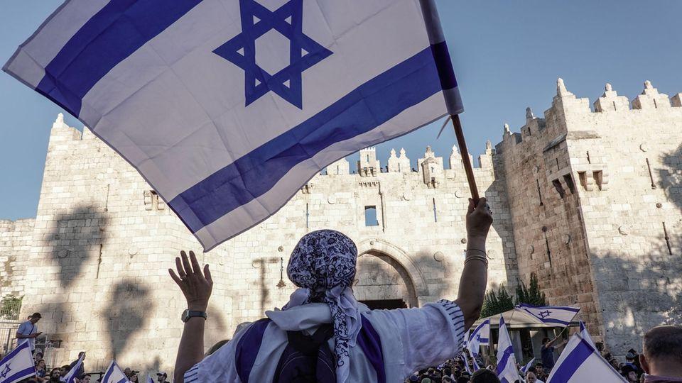 Der nationalistische Flaggenmarsch erreicht das Damaskustor in Jerusalem