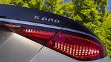 Mercedes Maybach S 680 4Matic wuchtet ein maximales Drehmoment von 900 Newtometern auf die Kurbelwelle