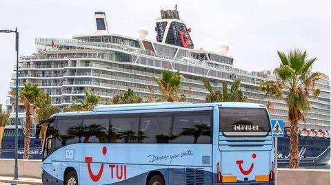 """Die """"Mein Schiff 2"""" im Hafen von Malaga"""
