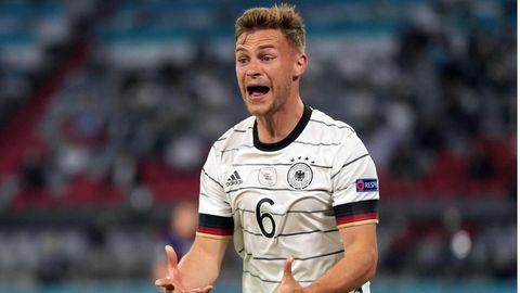 Joshua Kimmich beschwert sich während des EM-Spiels gegen Frankreich