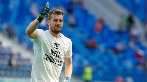 """Fußball-EM: Finnen laufen mit """"Get well Christian""""-Shirt auf"""