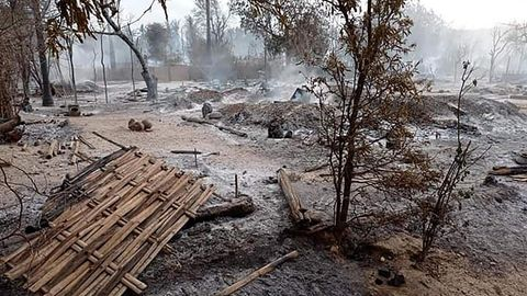 Überreste von Häusern in Kin Ma, Myanmar