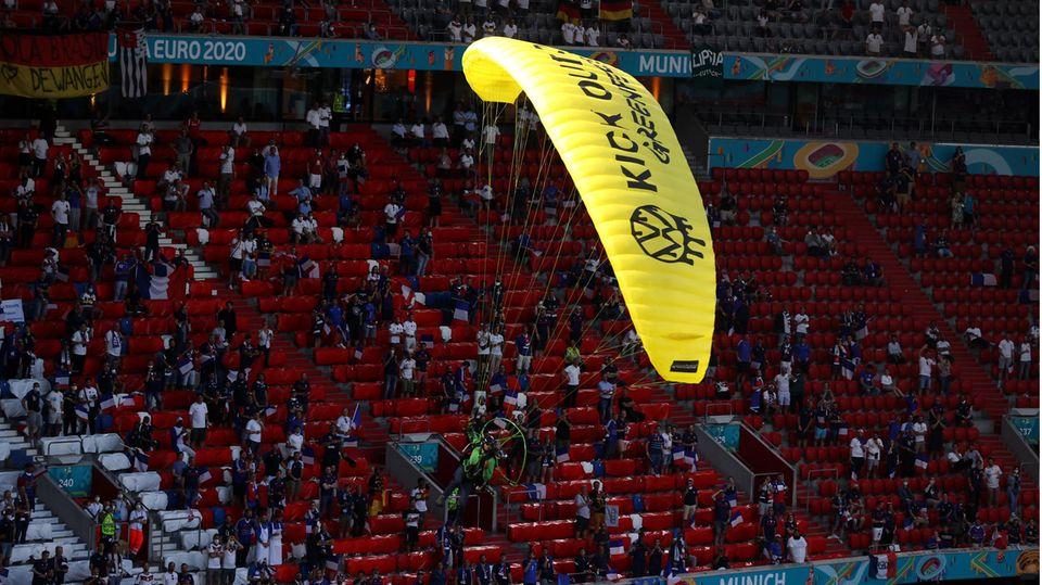 Greenpeace-Protestaktion im EM-Stadion von München