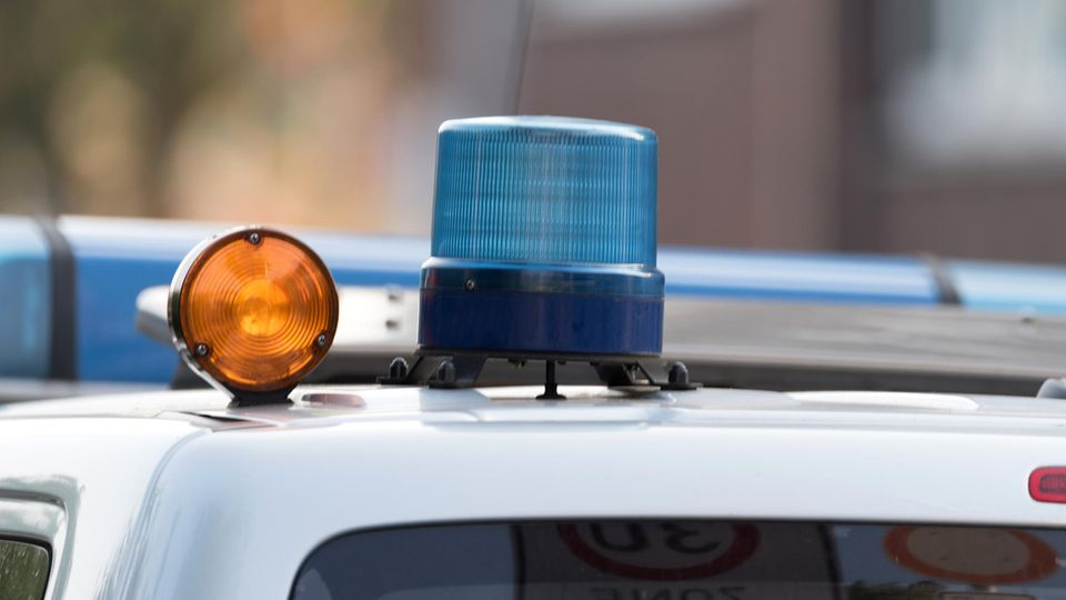 Kaiserslautern: Wütende Menschen vor vollem Freibad sorgen für Polizeieinsatz
