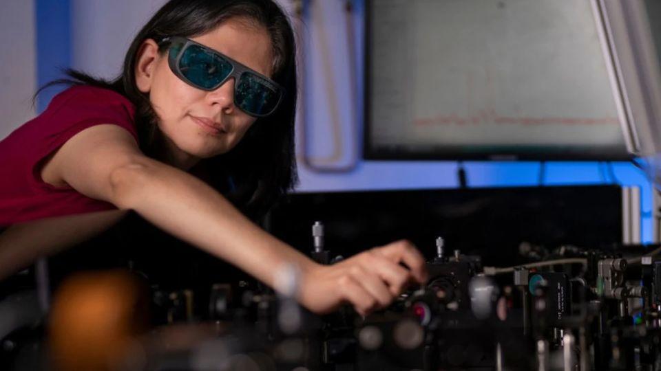 Das Gerät ist kaum von einer normalen Brille zu unterscheiden.