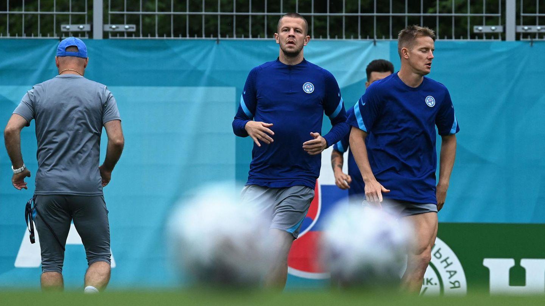 Fußball-EM: Denis Vavro (links) mit einem Teamkollegen beim Training