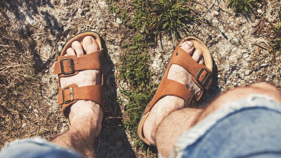Gute Optik, hoher Komfort: Warum luftige Schuhe im Sommer ein Muss sind