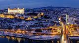 Corona-Regeln in der Slowakei. Das Foto zeigt einen abendlichen Blick auf die Hauptstadt Bratislava