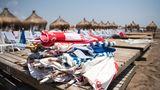 Corona-Regeln in der Türkei. Auf dem Foto zu sehen sind leere Liegen an einem Strand