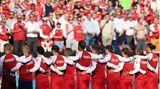 Fußball-EM: Das Team der Dänen bei der Nationalhymne vor dem Spiel