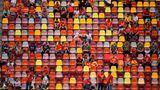 Fans der Mannschaft von Nordmazedonien sitzen Stadion von Budapest