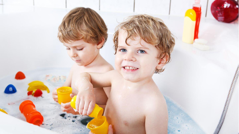 Kinder lieben Badewannenspielzeug