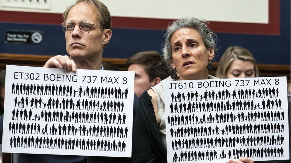 Angehörige von Opfern der Boeing 737 Max-Abstürze bei einem Hearing inWashington D.C. im Juni 2019