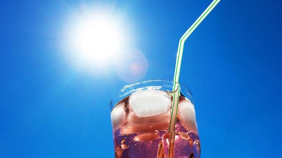 Sonne scheint auf ein Erfrischungsgetränk