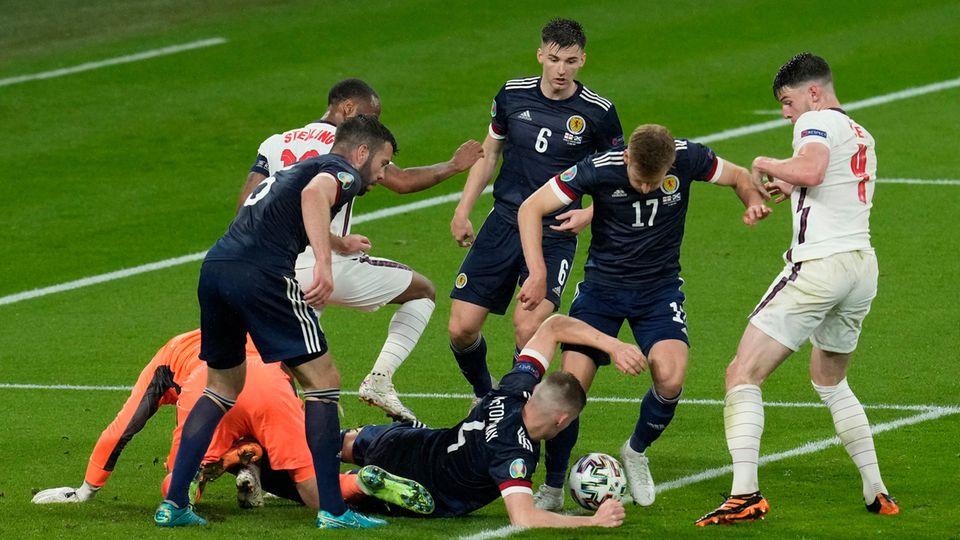 Aufopferungsvoll kämpfende Schotten verhindern ein Tor der Engländer