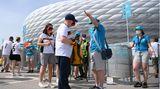 Fan-Wegweiser vor der Münchner EM-Arena