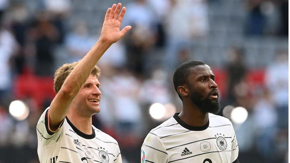 Thomas Müller und Antonio Rüdiger nach dem EM-Sieg gegen Portugal