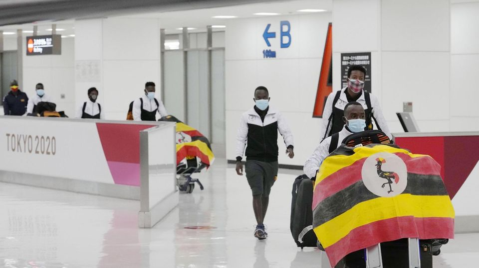 Athleten aus Uganda treffen für die olympischen Spiele in Japan ein