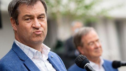 Armin Laschet (r.)und Markus Södergeben vor der gemeinsamen Präsidiumssitzung ihrer Parteien ein Pressestatement