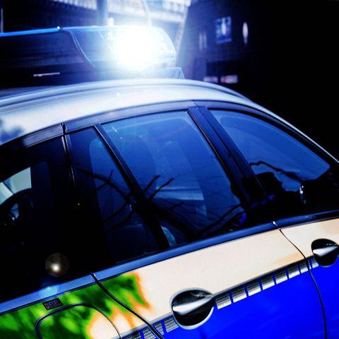 Niedersachsen: Fahrerflucht nach Unfall: Drei Jahre altes Kind im Auto zurückgelassen