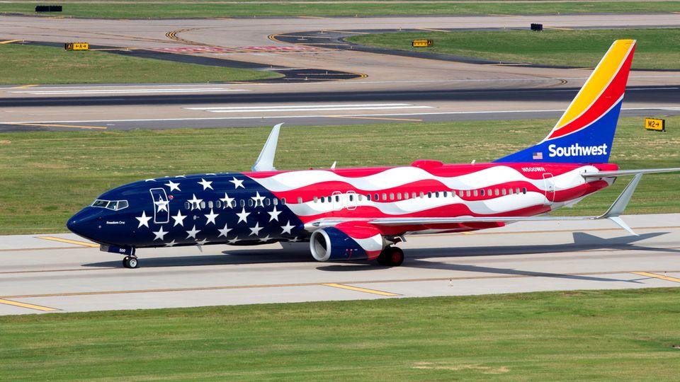 """Sonderlackierung """"Freedom One"""" einer Boeing 737"""