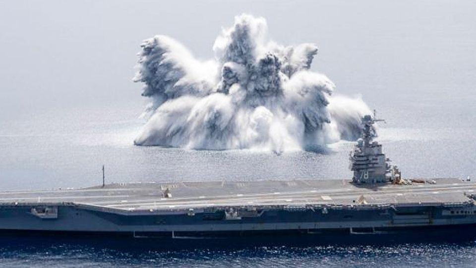 """USS Gerald R. Ford beim """"Full Ship Shock Trail"""" vor der Küste Floridas"""