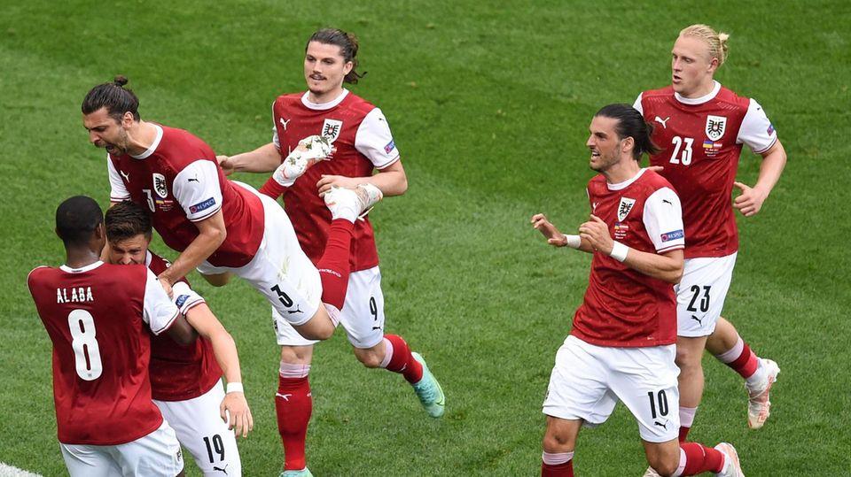 Österreicher bejubeln das entscheidende Tor zum 1:0 gegen die Ukraine