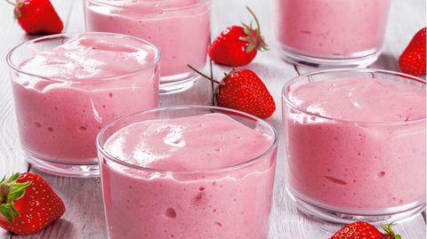 Luftige Erdbeer-Mousse: Rezept für ein leichtes Sommer-Dessert für warme Tage