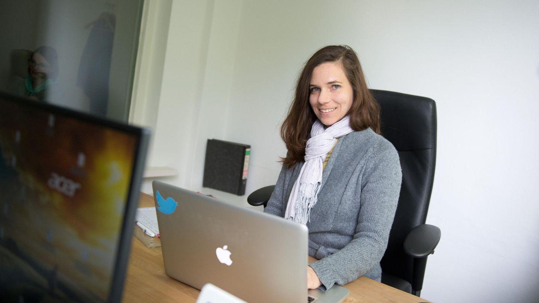 Julia Probst im Büro