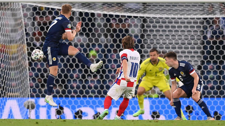 Luka Modric erzielt das wichtige 2:1 gegen Schottland