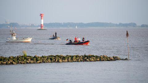 Polizei und Wasserschutzpolizei, Feuerwehr, DLRG sowie Taucher und Hubschrauber hatten seit Samstag nach dem Mädchen gesucht