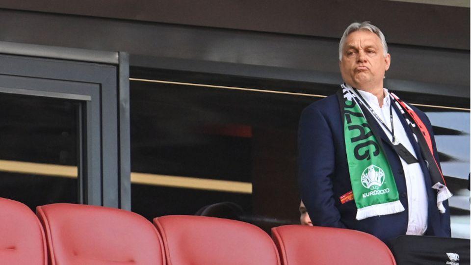Viktor Orban, Ministerpräsident von Ungarn, steht vor dem Spiel gegen Portugal auf der Tribüne