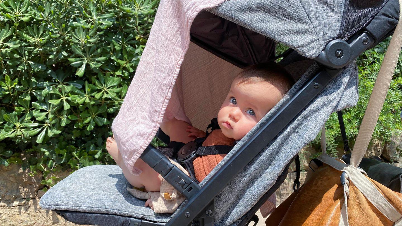 Ein Sonnensegel schützt vor UV-Strahlen