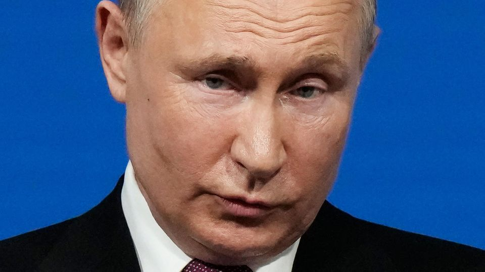 Russlands Präsident Wladimir Putin blickt ernst