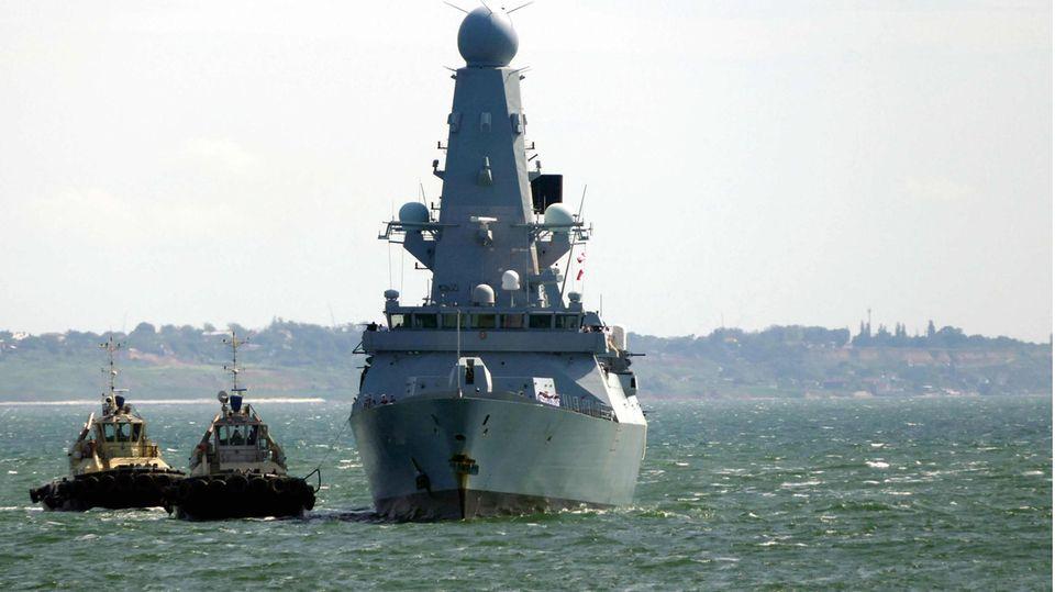 Der Royal Navy Zerstörer HMS Defender trifft im Hafen von Odessa ein