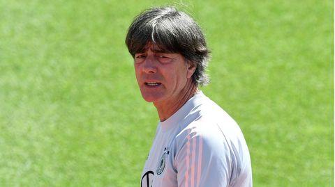 Hat vor einem letzten Gruppenspiel vermutlich schon mal mehr geschwitzt: DFB-Coach Joachim Löw