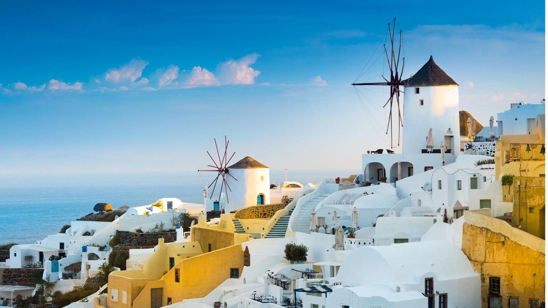 Traumziel Santorin: Die Inselgehört zu denKykladen im Ägäischen Meer. Griechenland wird nicht mehr als ein Corona-Risikogebiet eingestuft