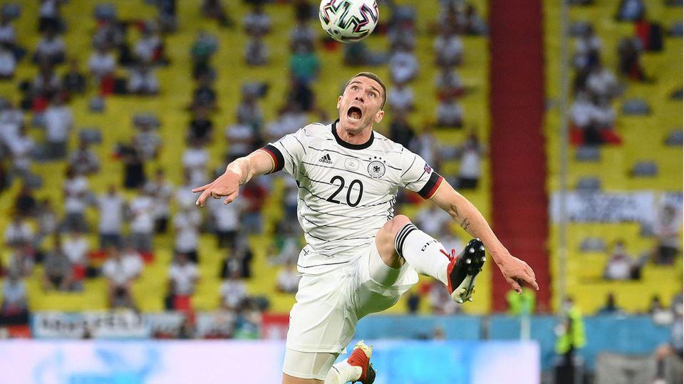 Gewinner: Robin Gosens  Der Profi von Atalanta Bergamo hat sich durch seine überragende Leistung gegen Portugal in die Herzen der deutschen Fans gespielt. Schon in den vergangenen Monaten hatte der 26-Jährige mit seiner Dynamik und seinen Flankenläufen auf sich aufmerksam gemacht. Doch seit dem Spiel gegen Portugal überschlagen sich die Lobeshymnen. Dass seine Leistung gegen Ungarn einbrach, hat der Euphorie einen Dämpfer verpasst, aber keinen Abbruch. Gosens hat seinen Stammplatz gefestigt.