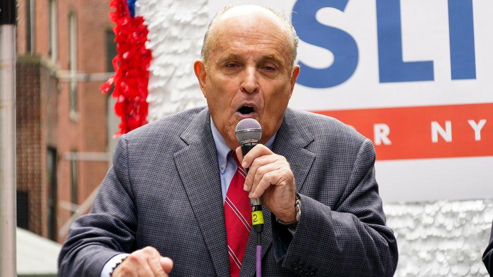 Log nachweislich für Donald Trump und verliert nun seine Anwaltslizenz: Rudy Giuliani